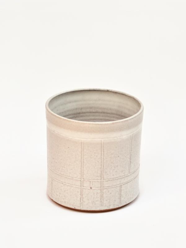VM white round pot